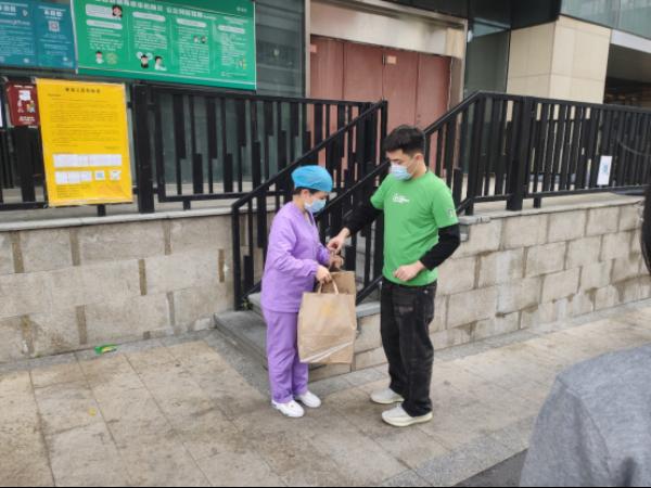 20200217 布吉佳兆业广场携商户进社区慰问一线防疫职员92.png