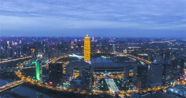 快速发展中的郑州,商业活力蓬勃.jpg